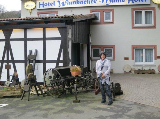 Wambacher Muhle: Vor der Wambacher Mühle