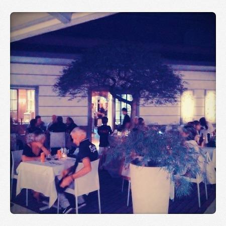 Ristorante Le Stagioni : Vista del ristorante all'aperto