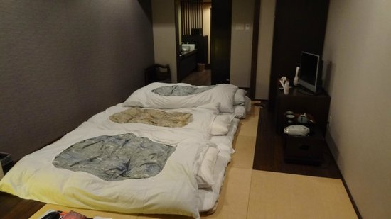 Yamagishi Ryokan: Futons laid out when we came back from diner