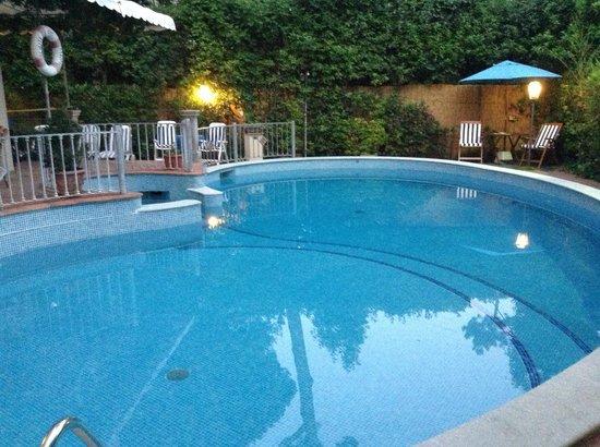 Hotel Kyrton : La piscina
