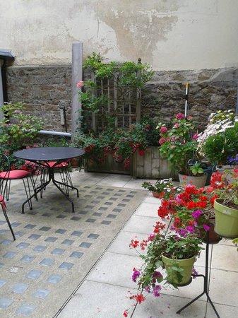 Quic en Groigne : Courtyard