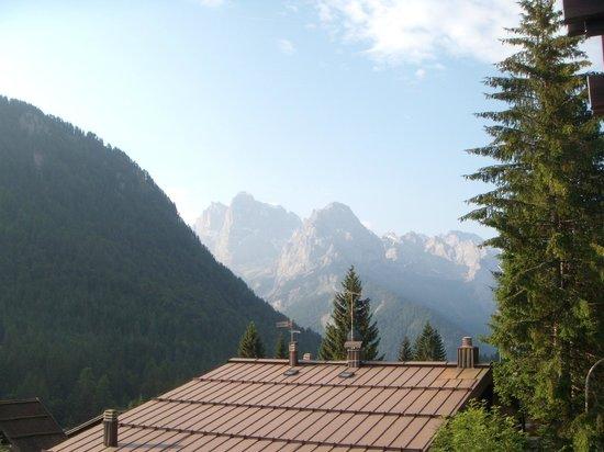 Hotel Cime d'Oro: foto delle Dolomiti del Brenta dal balconcino della camera
