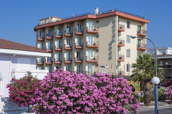 Hotel Eden: Tutte le nostre camere hanno il balcone vista mare.