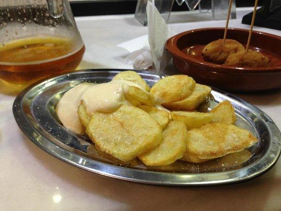 La Peninsular: Patatas all-i-oli