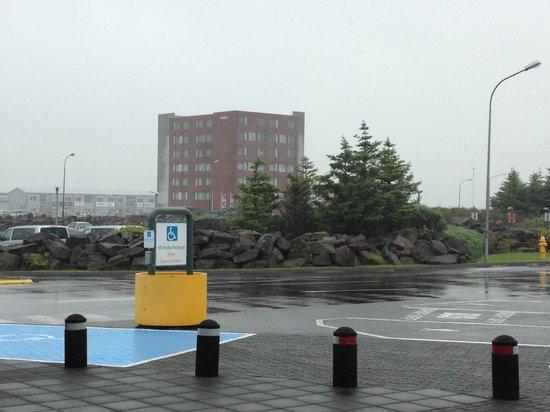 Airport Hotel Aurora Star: l'hôtel vu du hall des départs de l'aéroport