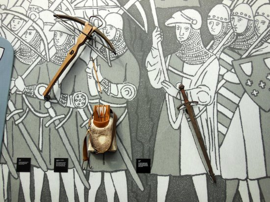 Kortrijk 1302: crossbow and sword