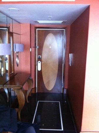 InterContinental London Park Lane: 1 bedroom Tiny suite entrance