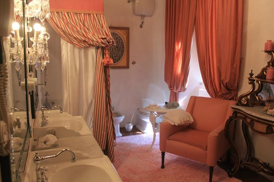 Relais La Suvera: Bath room