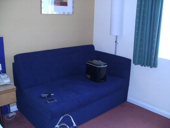 Holiday Inn Express Bristol - North: sofa bed
