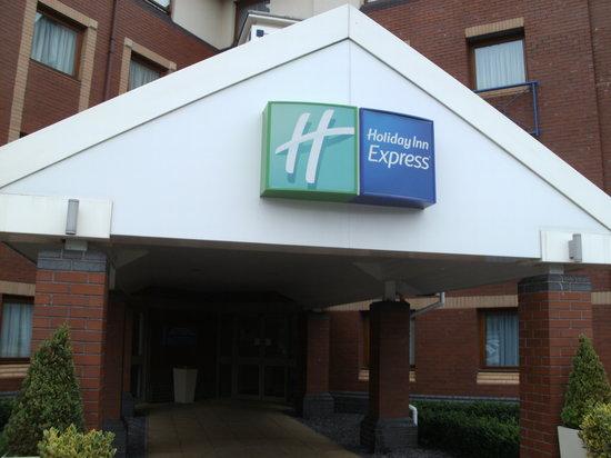 Holiday Inn Express Bristol - North: the entrance