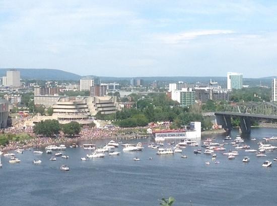 Ottawa Walking Tours : View behind center block