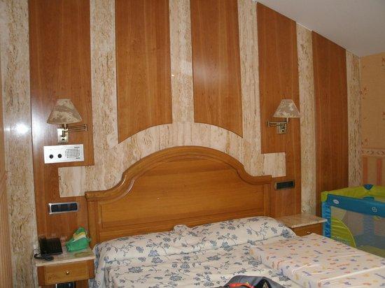 Hotel Las Ruedas: Cabecero