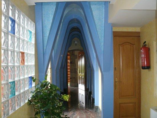 Hotel Las Ruedas: Pasillo que va a la habitación