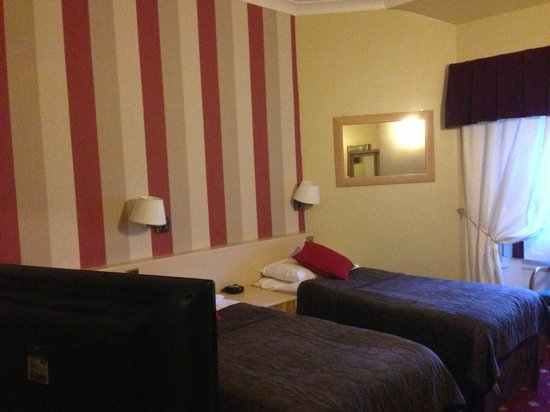 Edinburgh Thistle Hotel : Twin bedroom