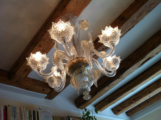 Bed and Breakfast A Le Boteghe: Beautiful chandelier