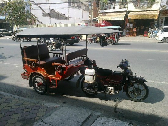 Lone Star Saloon Bar and Guest House: There's always a Tuk Tuk waiting
