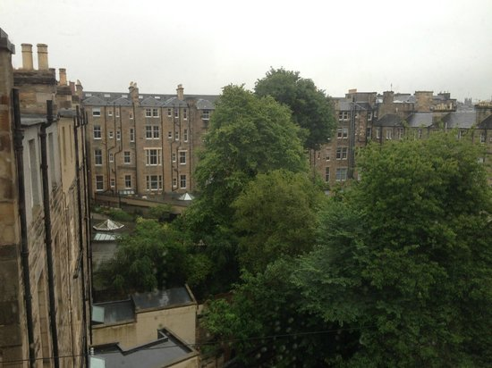 Edinburgh Thistle Hotel : View from room on 3rd floor