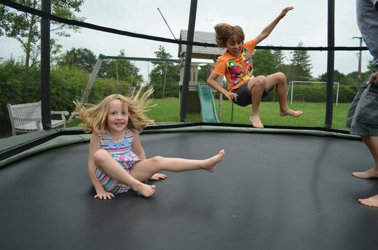 Beacon Hill Farm: Huge trampolines!