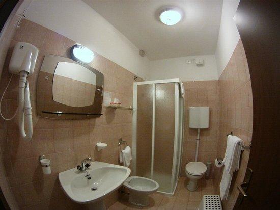 Hotel Roma: Bad