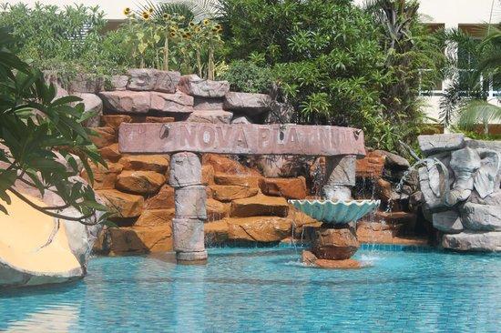Nova Platinum Hotel Pattaya: pool area
