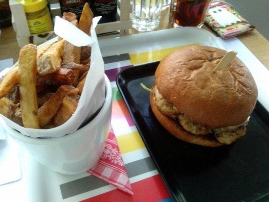 Hotel Daniel Vienna: Burger w/ homemade fries