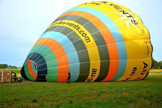Au gré des vents : le ballon est gonflé, le départ est imminent.....