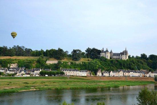 Au gré des vents : C'est parti le ballon s'élève doucement, on passe devant Amboise et son château.