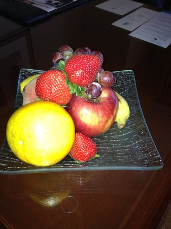 The Ritz-Carlton, Pentagon City: fruit plate in our room after dinner - nice touch!