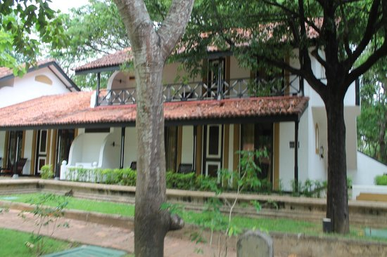 Cinnamon Lodge Habarana : Our rooms from the outside