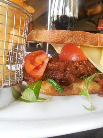 35 Degrees South Aquarium Restaurant & Bar: Beef sandwich