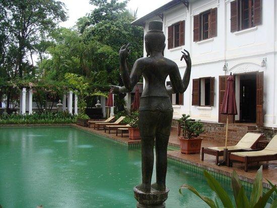 Satri House : Piscine