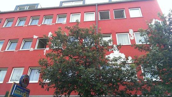 NH München City Süd: fachada deteriorada