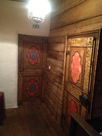 Hotel Steirisch Ursprung: Urige Zimmer- und Badezimmertüre