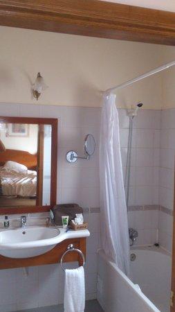 Hotel Quinta Do Serrado: bathroom