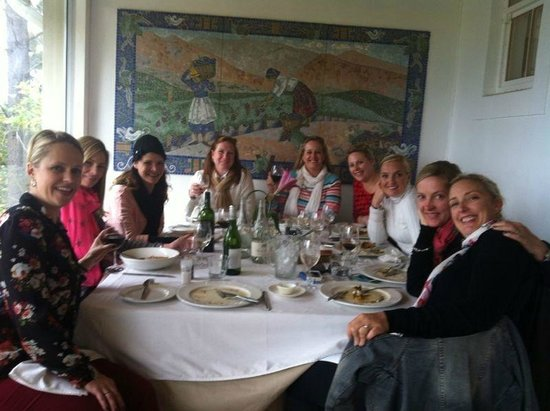 Skaris Touring- Day Tours: Wine tasting at lunch in Franschoek
