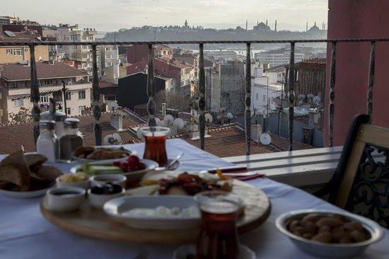 The Loft Istanbul: Breakfast in the terrace