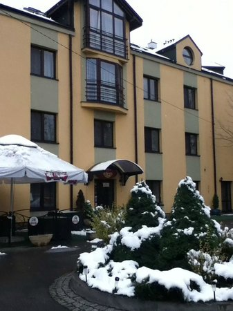 Petrus Hotel : Front of hotel
