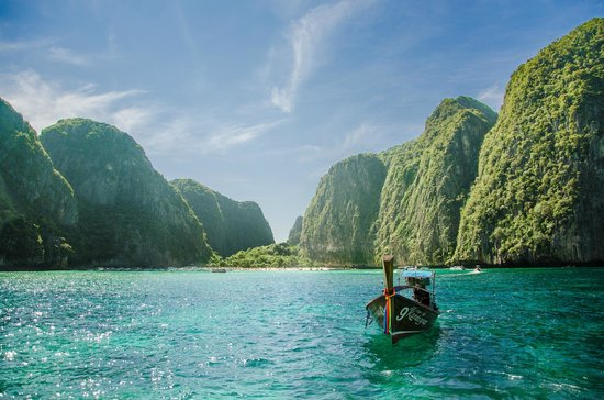 Phi Phi Islands: The front of you, is the beach