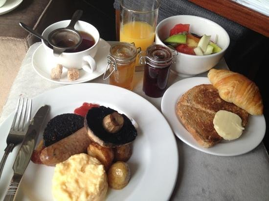 Homewood Park Hotel & Spa: breakfast in room
