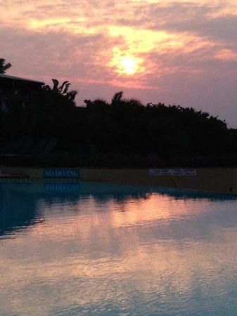 Wild Coast Sun Hotel: The pool at sunrise