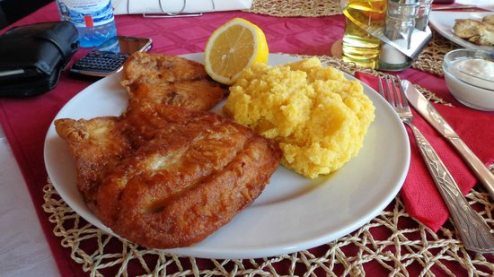 Lunch - Fish on the grill with polenta and lemon: fotografía de Vila ...