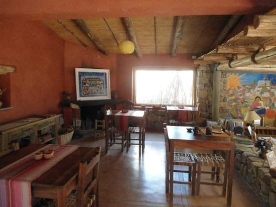 Cerro Chico: Comedor y chimenea