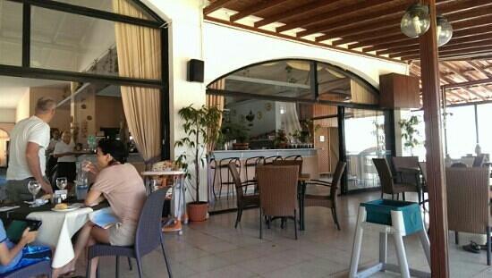 Dione Restaurant: вид внутри