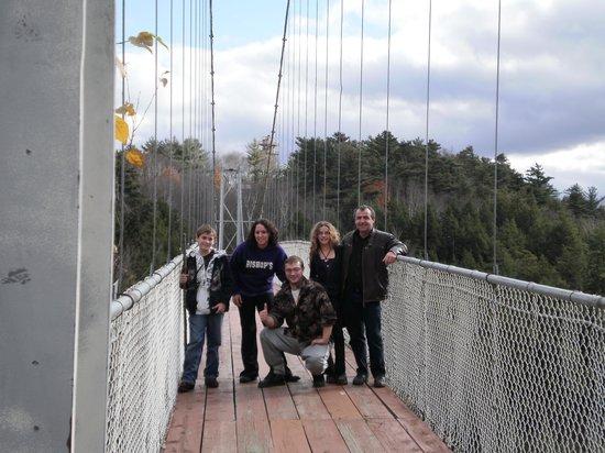 Parc de la Gorge de Coaticook: sur le pont suspendu