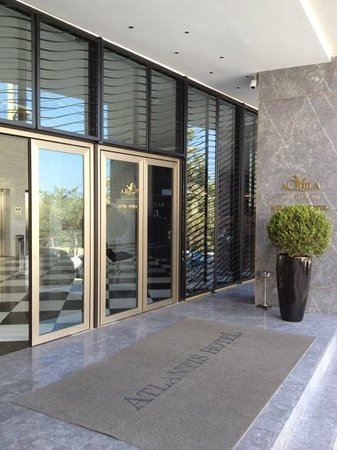 AQUILA Atlantis Hotel: entrée de l'hôtel