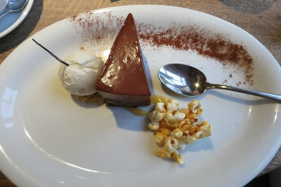 The Plough Inn: Chocolate brownie mousse cake