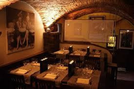 Taverna Dragomanni Dinner Restaurant: Dinner Atmosphere