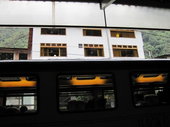 Inti Punku Macchu Picchu Hotel : マチュピチュ駅から