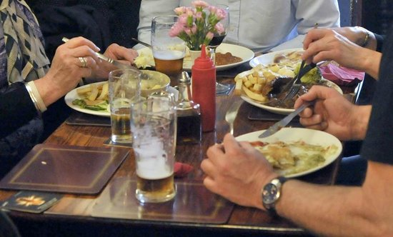 Castle Inn: Food served 12-2pm every day