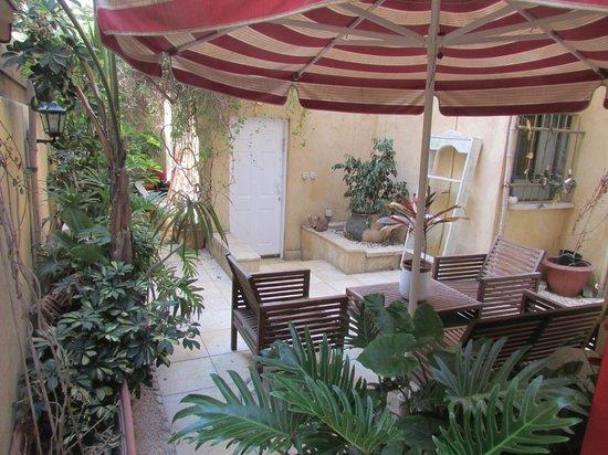 Nina Cafe Suites Hotel: Patio Area